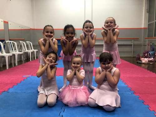 Ballet do Colégio São Francisco Xavier homenageia as mamães